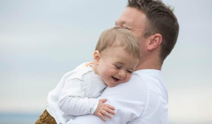 baba ve oğul çok mutlu