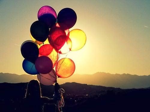 gün batımında uçan balonlar
