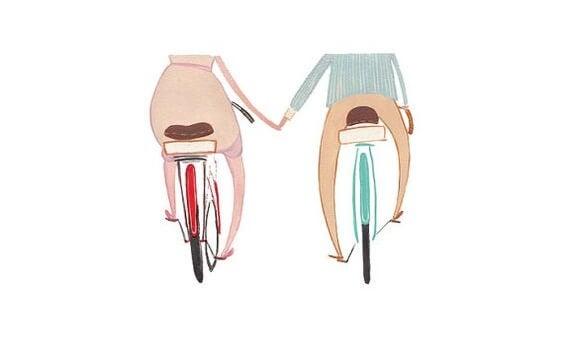 bisikletlerde el ele