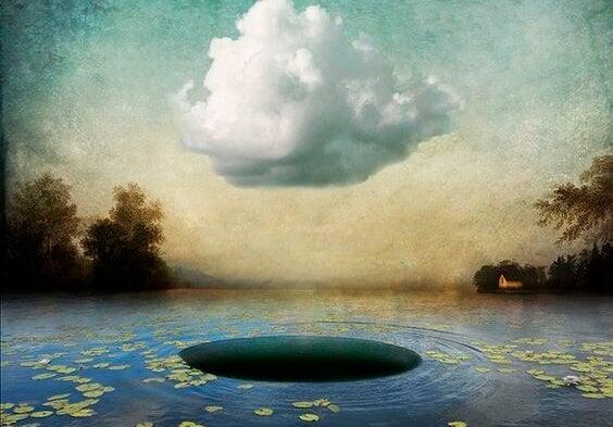gölde bulut altında boşluk