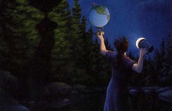 gece fenerle dünya maketine bakmak