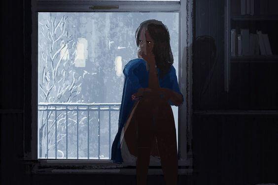 karanlık odada düşünceli kadın