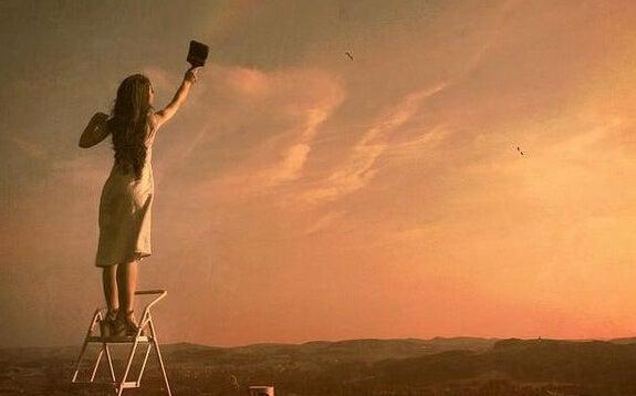 gökyüzünü boyayan kadın