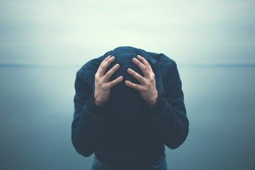 Anksiyetesi Olan Kişilerin Sahip Olduğu 5 Alışkanlık
