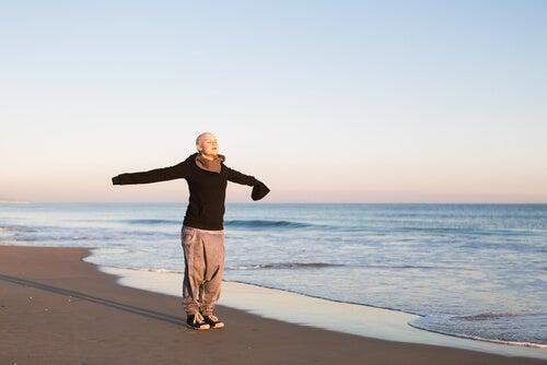 sahilde günü kucaklamak
