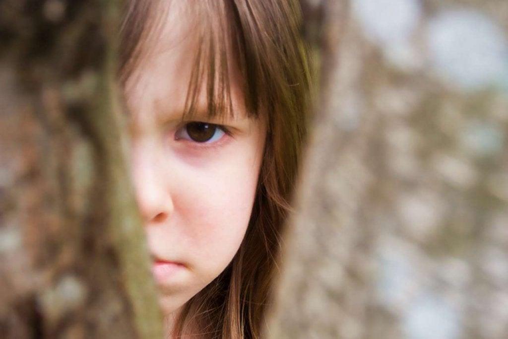 üzgün ve kızgın kız