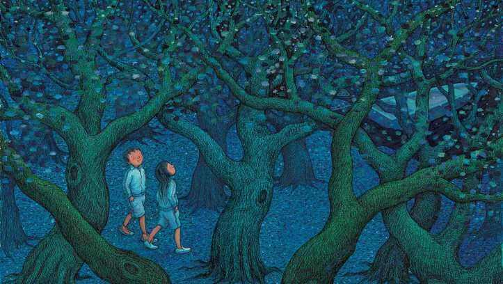 ormanda yürüyen insanlar