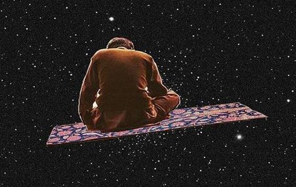 uzayda uçan halılı adam