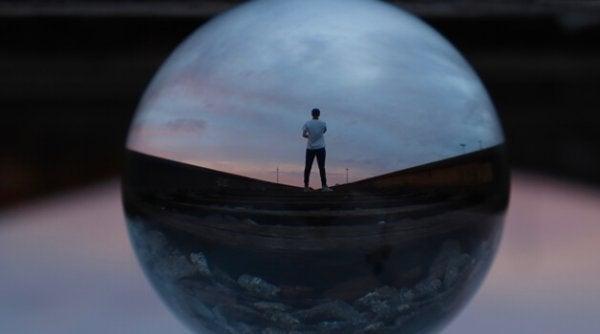 kürede yalnız adam