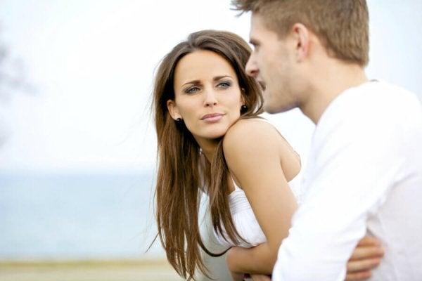 düşünceli aşkla bakmak