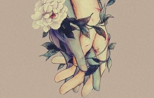 eller arasındaki çiçekler