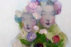 çiçekler içerisinde iki kadın