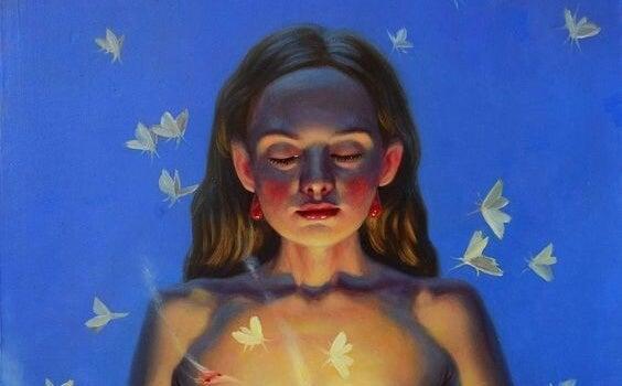 gece kelebeklerle duran kadın