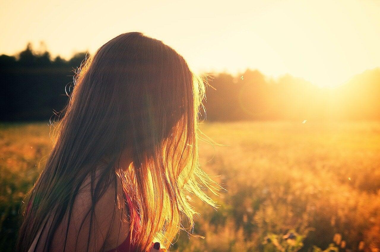 günbatımı ve kız