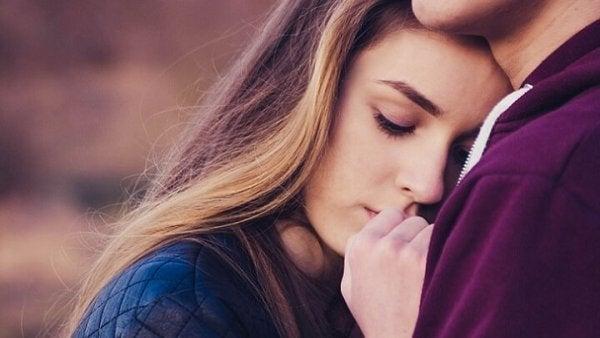 Güvensiz-Kararsız Bağlanma: Ne Seninle Ne De Sensiz