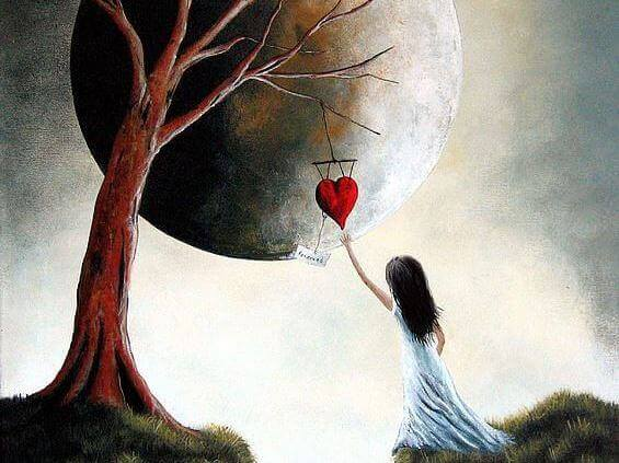 ağaçtan sallanan kalbi tutan kız