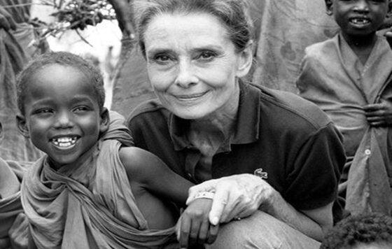 Audrey Hepburn ve minik çocuk