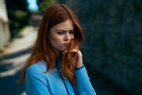 Birini Hissettiğimiz Zamanlar - Yalnız Mısınız Yoksa Yanınızda Biri Mi Var?