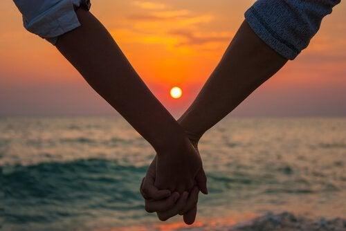 Alaca Karanlık Aşkı: Doğru Zamanda Gelen Olgun Aşk