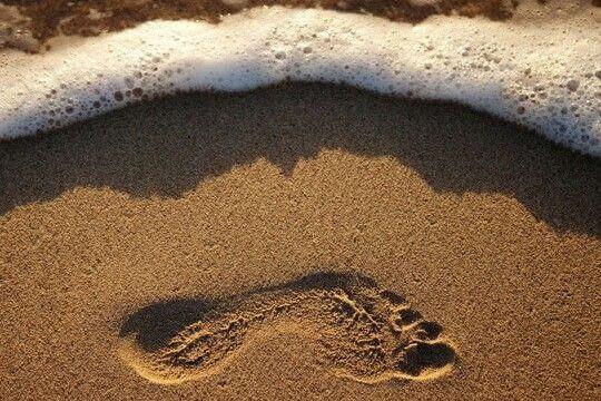 kumsalda tek ayak izi