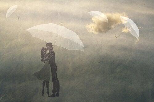 rüzgarda öpüşen çiftler
