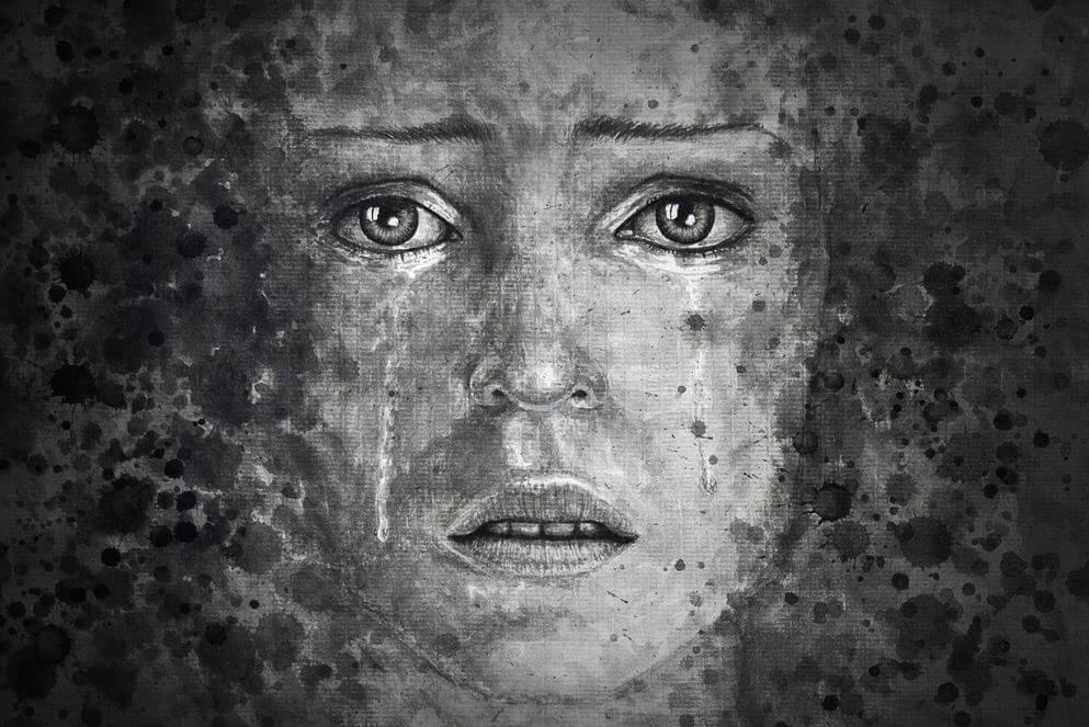 siyah beyaz kadın ağlıyor