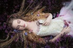 uyuyan güzel elinde anahtar bekliyor