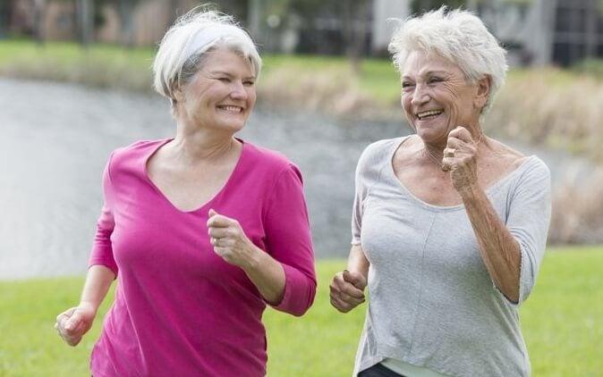 yaşlı kadınlar sporda