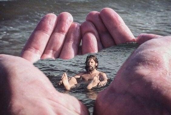 avuçta yüzmek