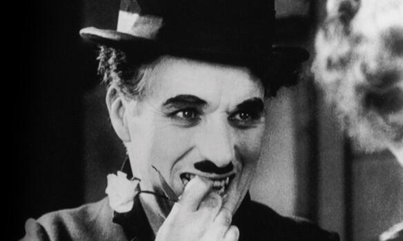 """""""Kendimi Sevmeye Başladığımda"""": Charlie Chaplin'den Muhteşem Bir Şiir"""