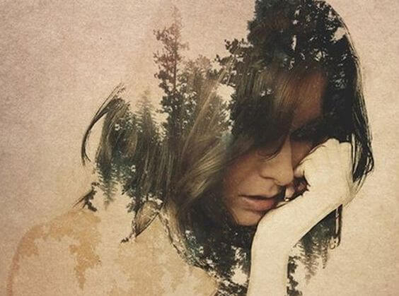 düşünceli kadın ormanı