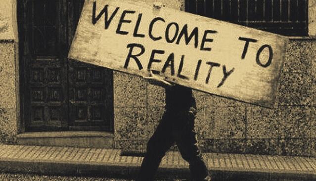 gerçekliğe hoşgeldin pankartı