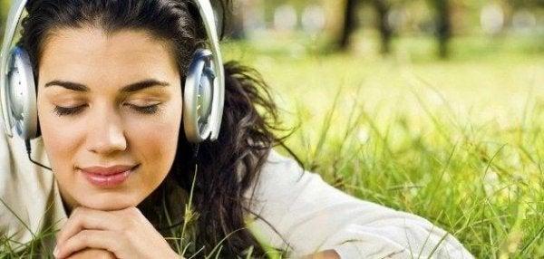 Müzik Dinlemenin Beyninize Faydaları