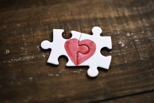 kalbi birleştiren yapboz