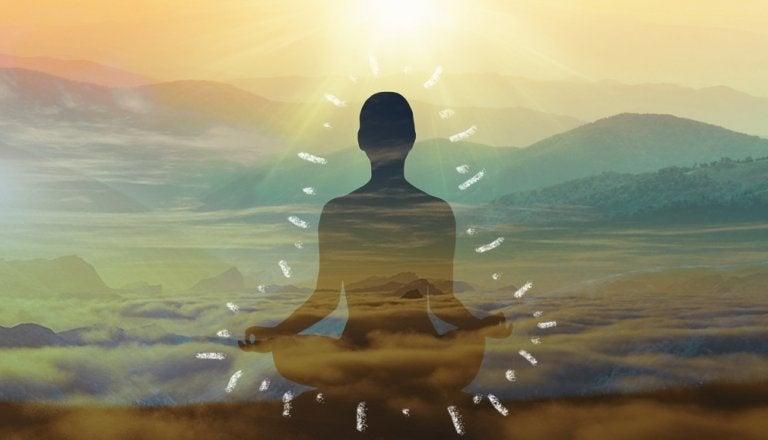 adam meditasyon yapıyor