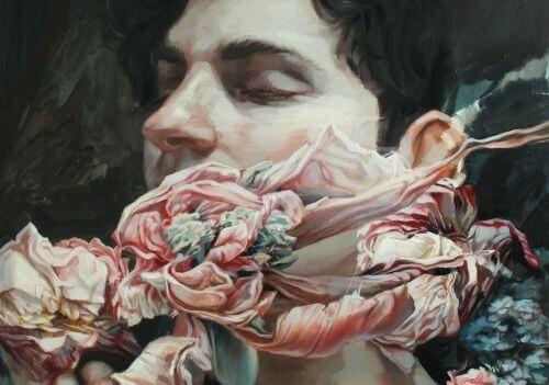 ağzı çiçeklerle kapanmış adam