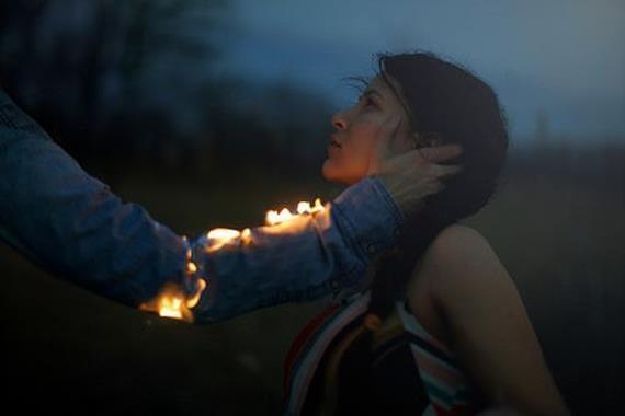 ateşli kolla sevgi gösterisi