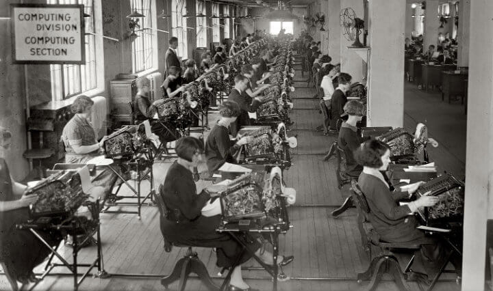 hesap yapan işçiler