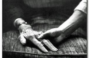 büyükbaba ve torun el ele