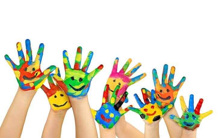 boyalı mutlu eller