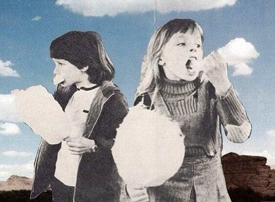 bulut gibi pamuk şeker yiyen çocuklar