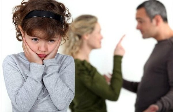 ebeveynlerinin kavgasından bıkan çocuk