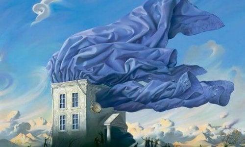 evin çatısında uçan kumaş