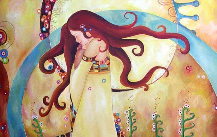 sarı elbiseli kadın