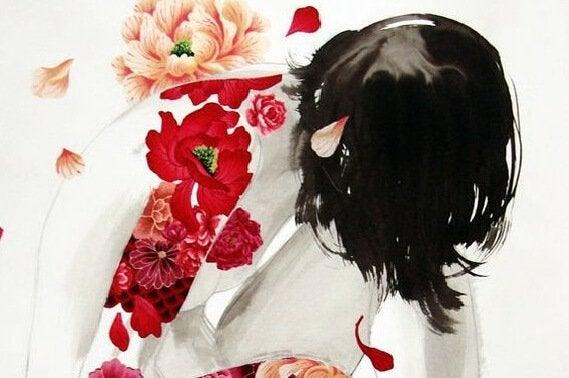 çiçek dövmeli kadın