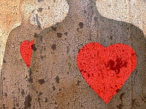 kırmızı kalpli duvarlar