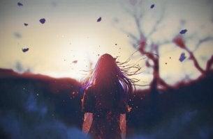 kadın rüzgarlı ormanda
