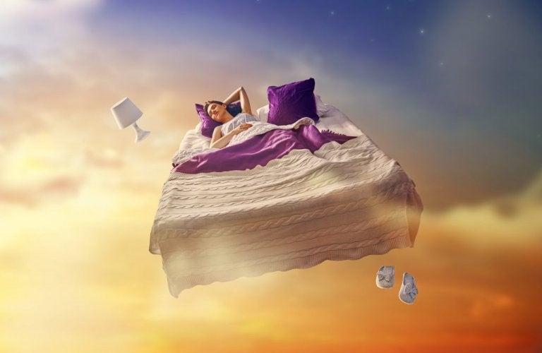 kadın yatakta düşüyor