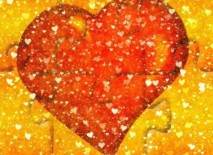 sarı duvar üzerine kırmızı kalp