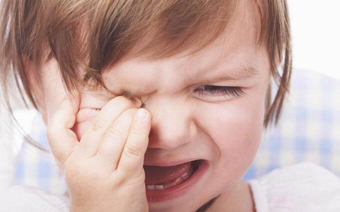 kız çocuğu ağlıyor